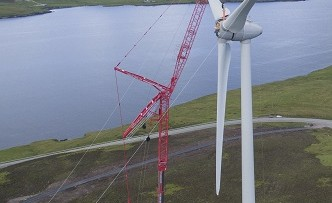 LTM1750-9.1 - Wind Turbine on Shetland Islands - Blades4_small