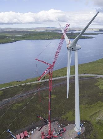 LTM1750-9.1 - Wind Turbine on Shetland Islands - Blades4_small